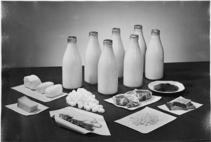 rationing The_Weekly_Ration_For_Two_People,_UK,_1943 s